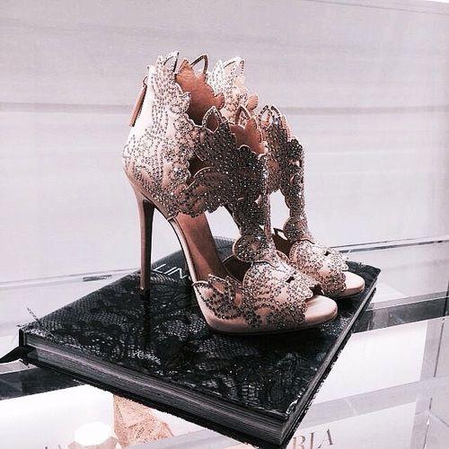 زفاف - Shoes On Point.!