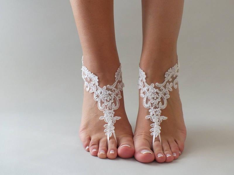 زفاف - EXPRESS SHIPPING Ivory or white  Lace wedding sandles Bridal Foot Jewelry Beach Wedding Sandals Women's sandles Women's bridal ankle sandles