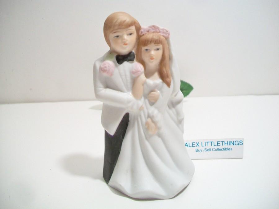 Свадьба - Vintage Wedding Couple Figurine Retro Bride Groom Cake Topper Korea
