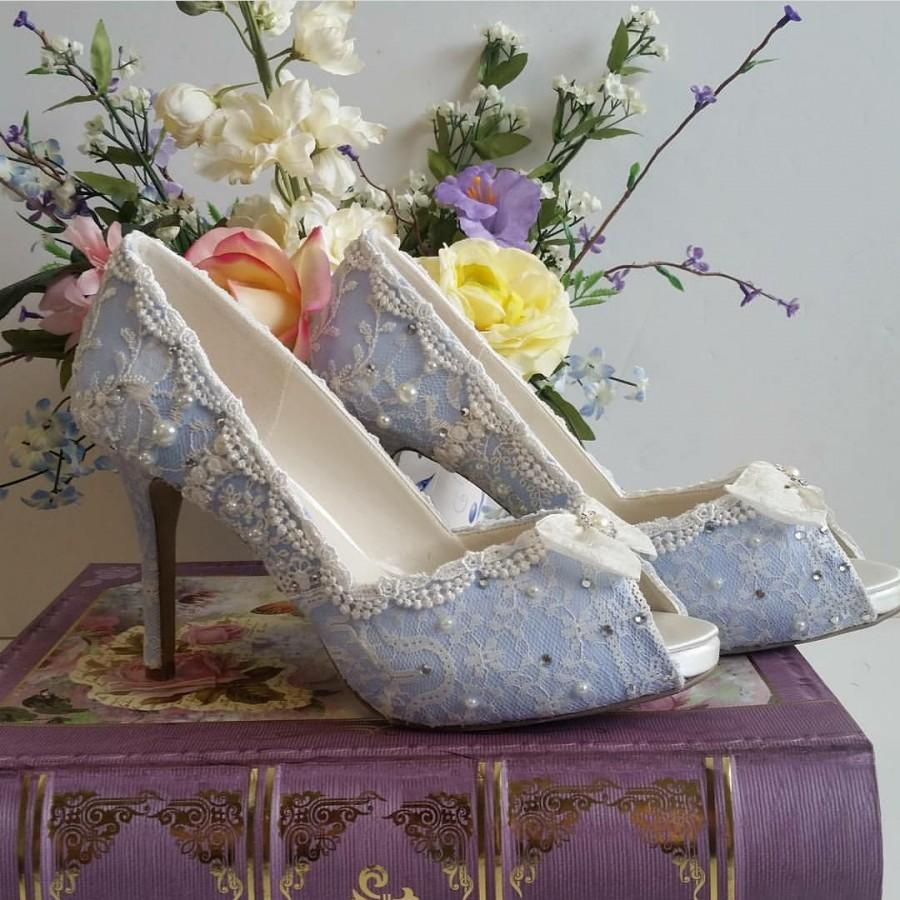 Mariage - Something Blue Bridal Shoes .. Blue lacy wedding shoes .. comfortable high heels.. Vintage Lace Bridal shoes ..