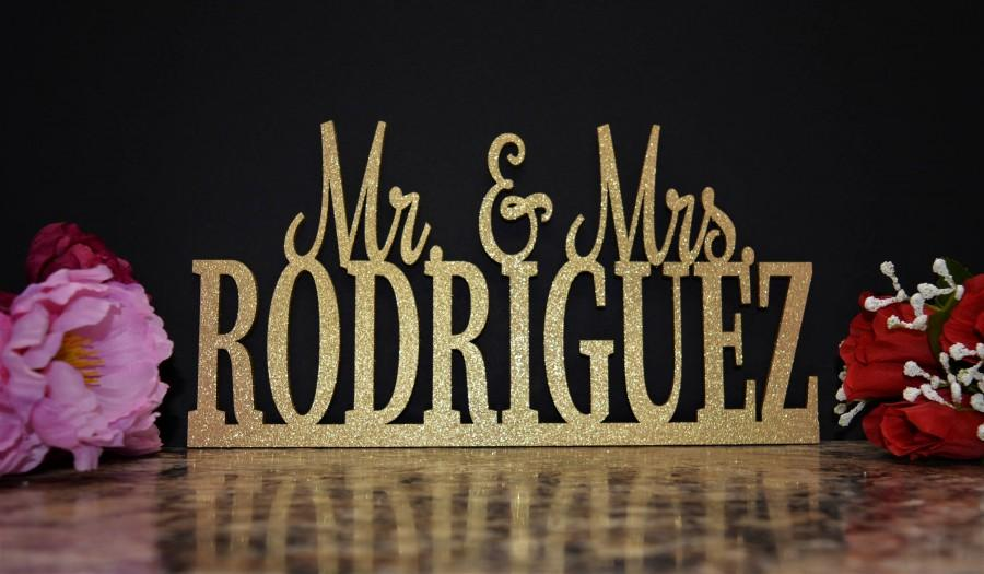 Mariage - Wedding Name Sign - Mr and Mrs Sign - Custom Name sign - Mr & Mrs Wood Name - Personalized Last Name Sign - Cake Table Sign Centerpiece Name