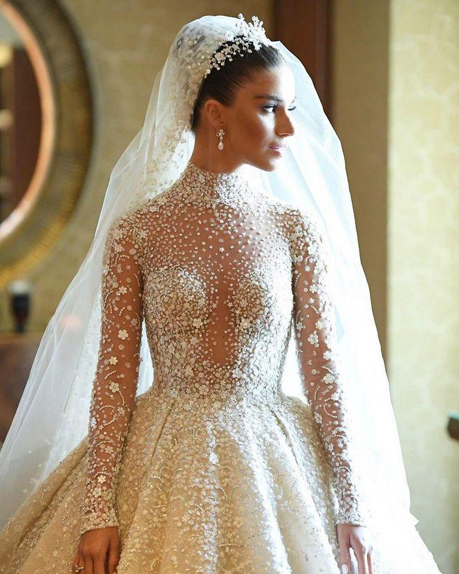 Mariage - Head Over Heels In Love With This Glamorous Zuhair Murad Gown Featuring Delicate Jewel Embellishments!