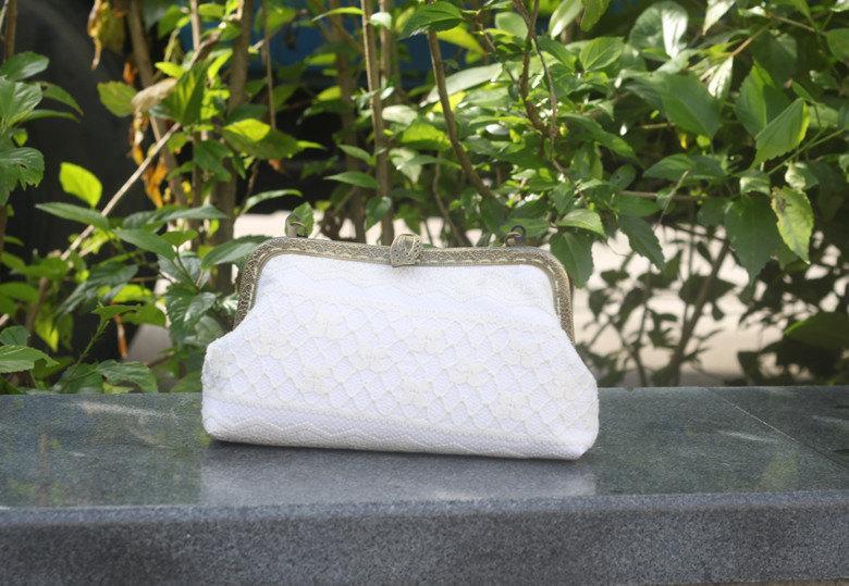 Mariage - White Bridal Clutch, Lace Wedding,kiss lock frame package,metal framework handbag,Makeup,Cosmetic Bag,Evening/Phone bag,