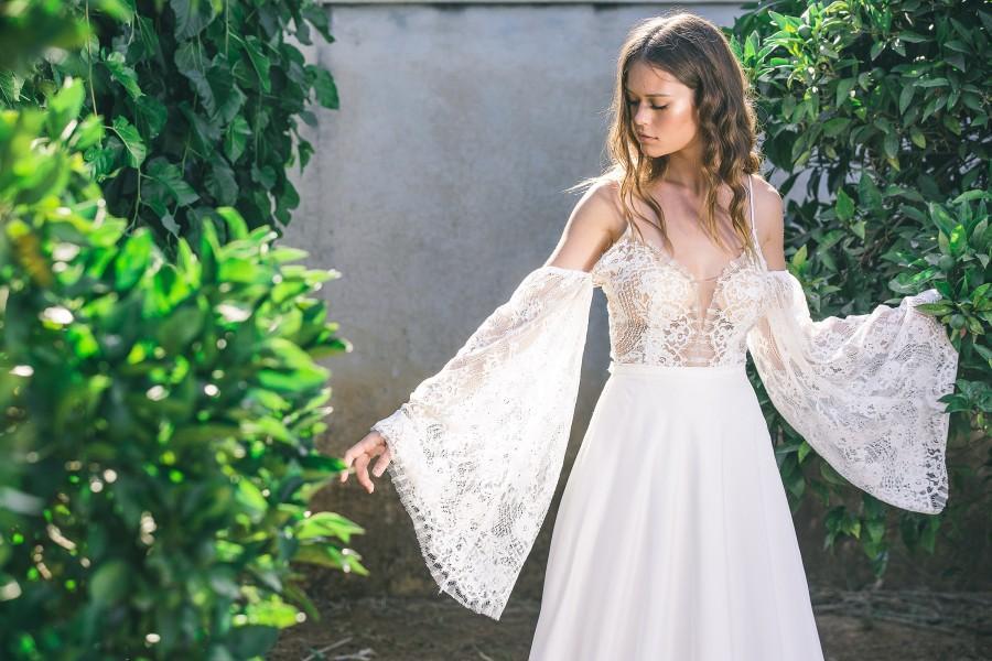 Mariage - Bohemian Wedding Dress, Boho Wedding Dress, Long Sleeve Boho Wedding Dress, Backless Boho Wedding Dress