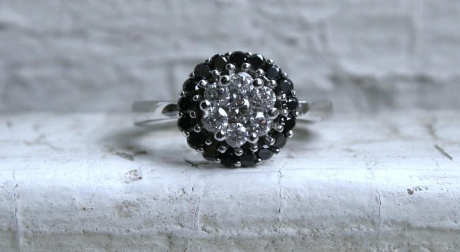 Mariage - Vintage 14K White Gold Diamond and Black Diamond Cluster Ring Engagement Ring - 1.00ct
