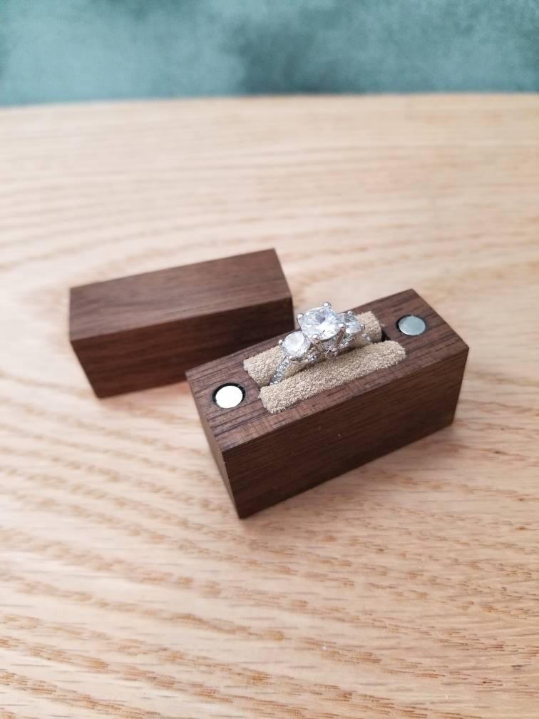 Mariage - Engagement Ring Box // Wood Ring Box // Handcrafted Ring Box // Wooden Ring Box // Ring Box // Walnut Ring Box // Slim Engagement Ring Box