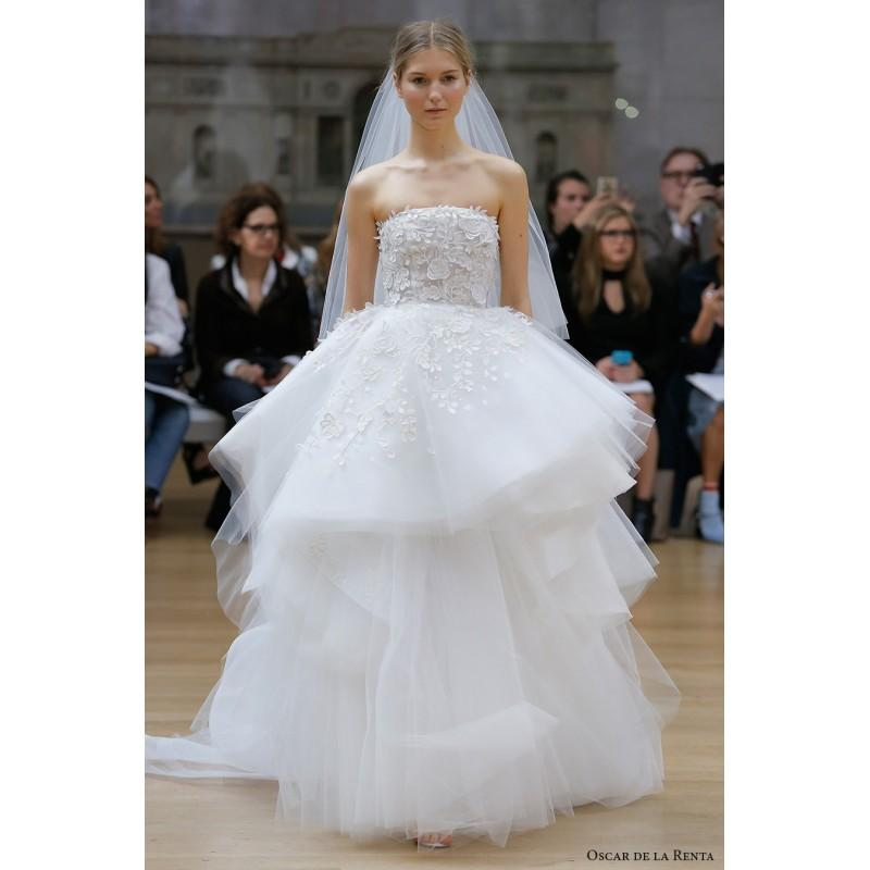 Hochzeit - Oscar de la Renta Spring/Summer 2018 Laura Chapel Train Sweet White Strapless Ball Gown Sleeveless Embroidery Tulle Wedding Gown - Fantastic Wedding Dresses