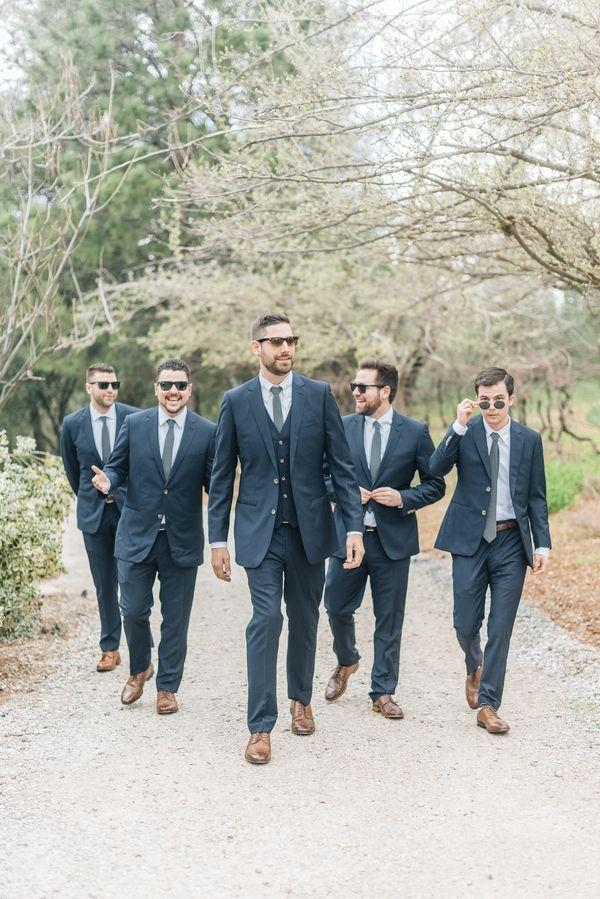 Mariage - Union Hill Spring Wedding With Sweet Blooms Galore