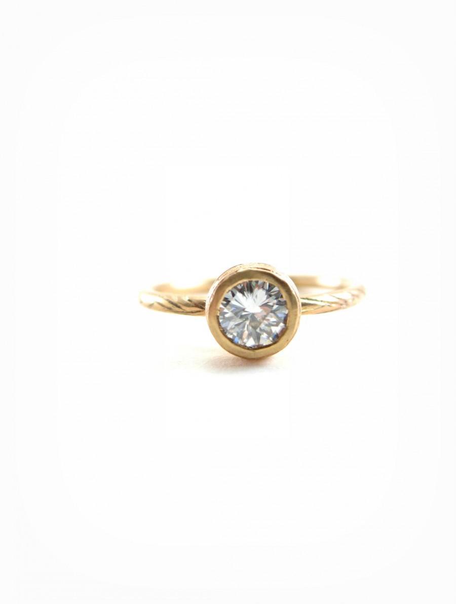 Свадьба - Moissanite Engagement Ring