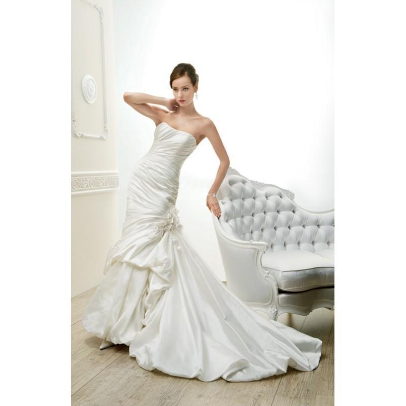Boda - Cosmobella, 7560 - Superbes robes de mariée pas cher