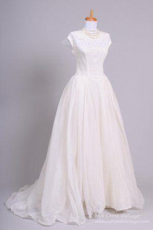 Mariage - 1950 Lace Appliqued Vintage Wedding Gown
