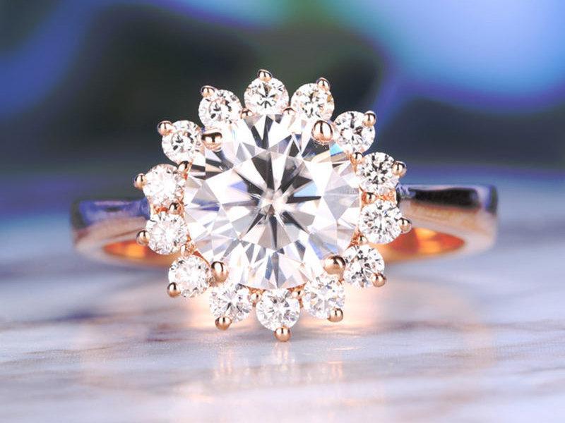 Mariage - Vintage engagement ring Rose gold engagement ring Women Wedding Moissanite Flower Antique Unique Diamond Bridal set Jewelry Anniversary Gift