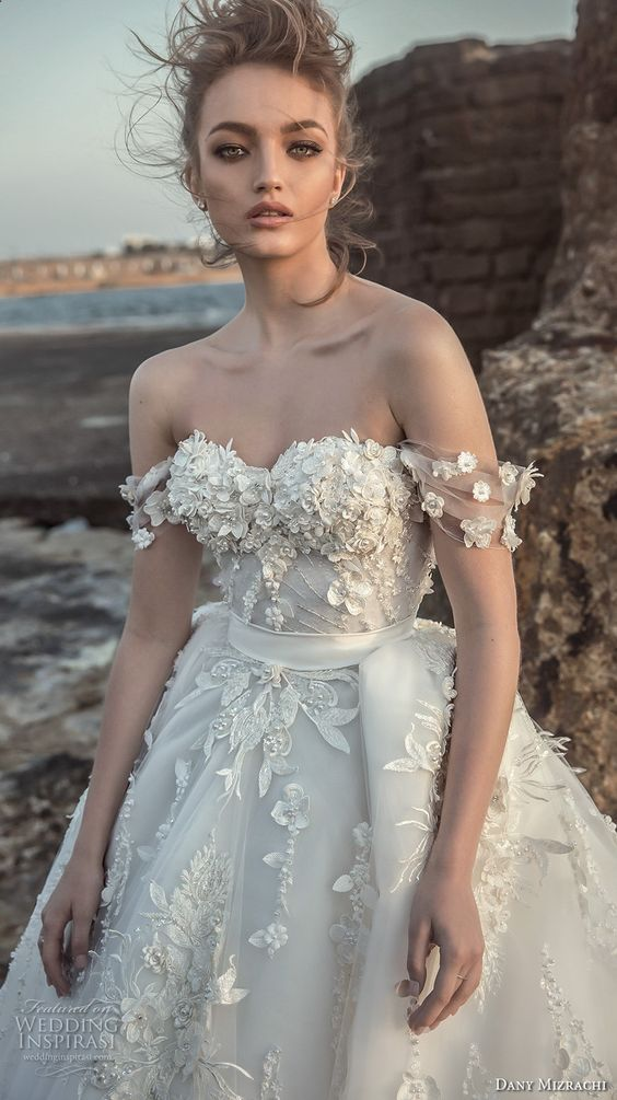 Свадьба - What Wedding Jewelry To Wear With Your Dress, Neck And Shape