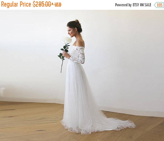 Mariage - Ivory Off-The-Shoulder Lace and Tulle Train Wedding Gown 1162