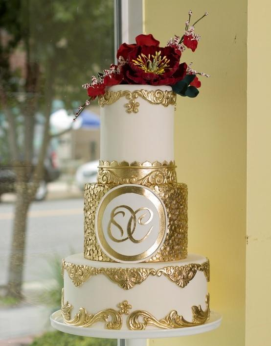 Nozze - Gold Accented Cake