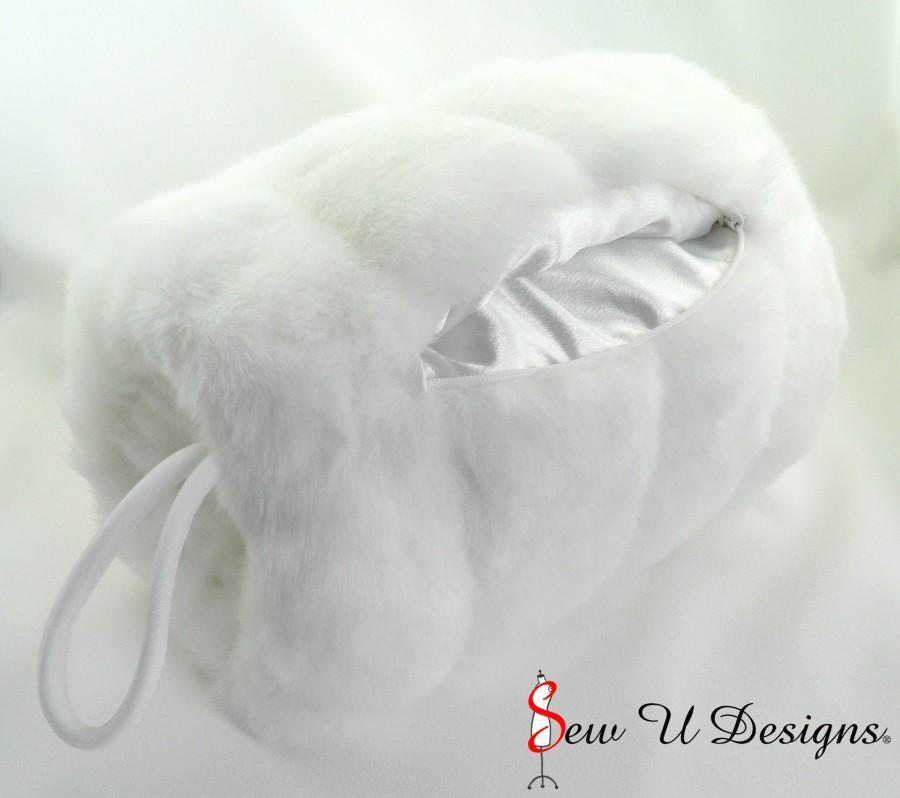 زفاف - Super Size faux fur hand muff with interior pocket and zipper closure Available in a variety of faux furs