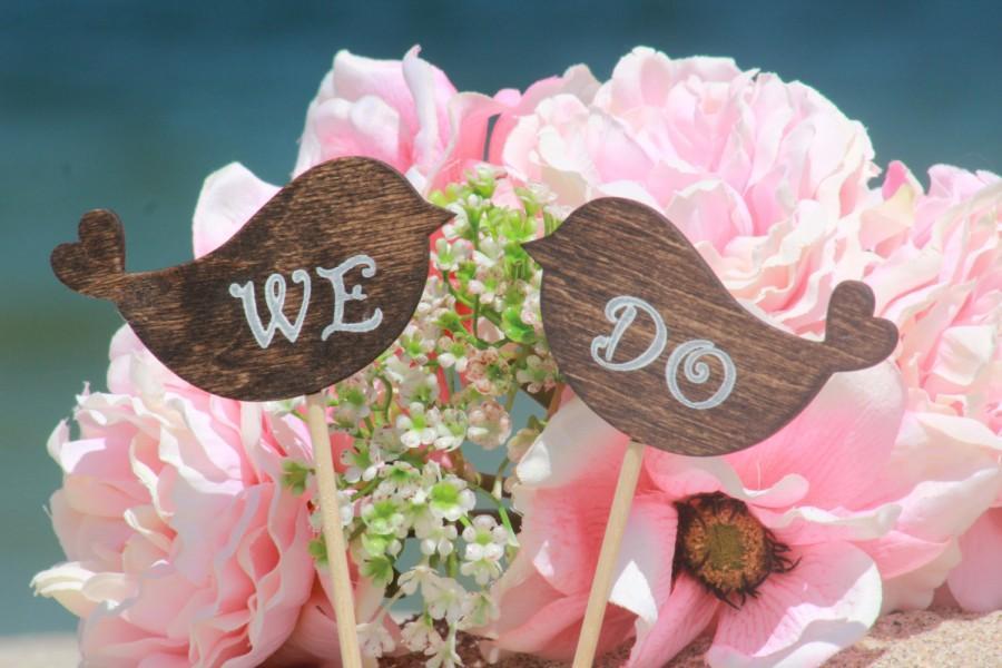 Свадьба - WE DO Lovebirds Cake Topper - Cupcake Topper - Personalized Wedding - Beach wedding - Bride and Groom - Country Chic Wedding