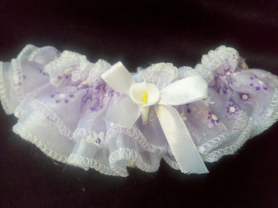 Свадьба - Wedding Garter Set Purple White Lavender Cheer Daisies Flowers Handmade Accent Accessories White Kala Lily Bridal Shower Gift
