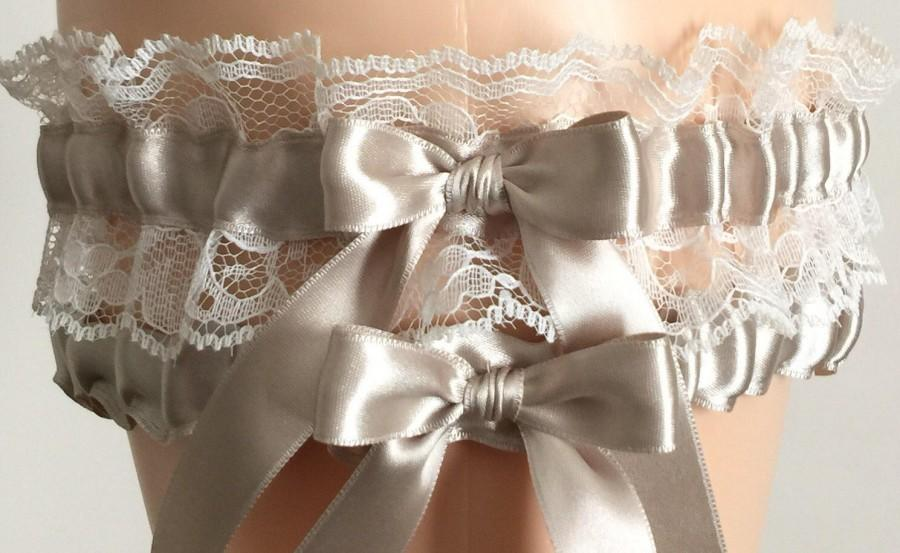 Свадьба - Champagne and Ivory Lace Wedding Garter, Champagne Prom Garter, Champagne Bridal Garter, Ivory Lace Wedding Garter, Homecoming Garter