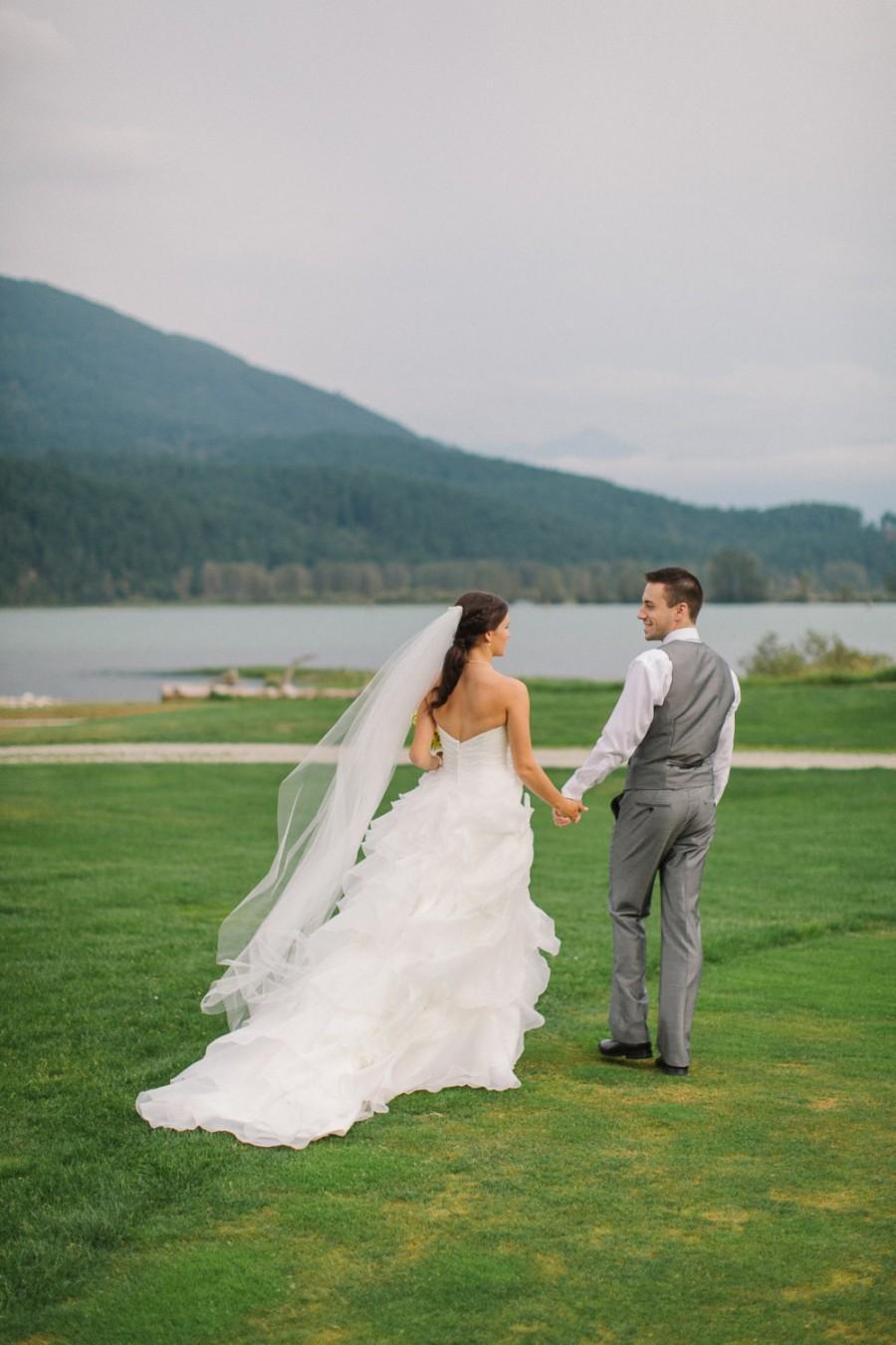 Свадьба - 75 inch single tier classic, sheer, plain and simple, elegant chapel veil, floor length veil, waltz, wedding veil, bridal veil light ivory