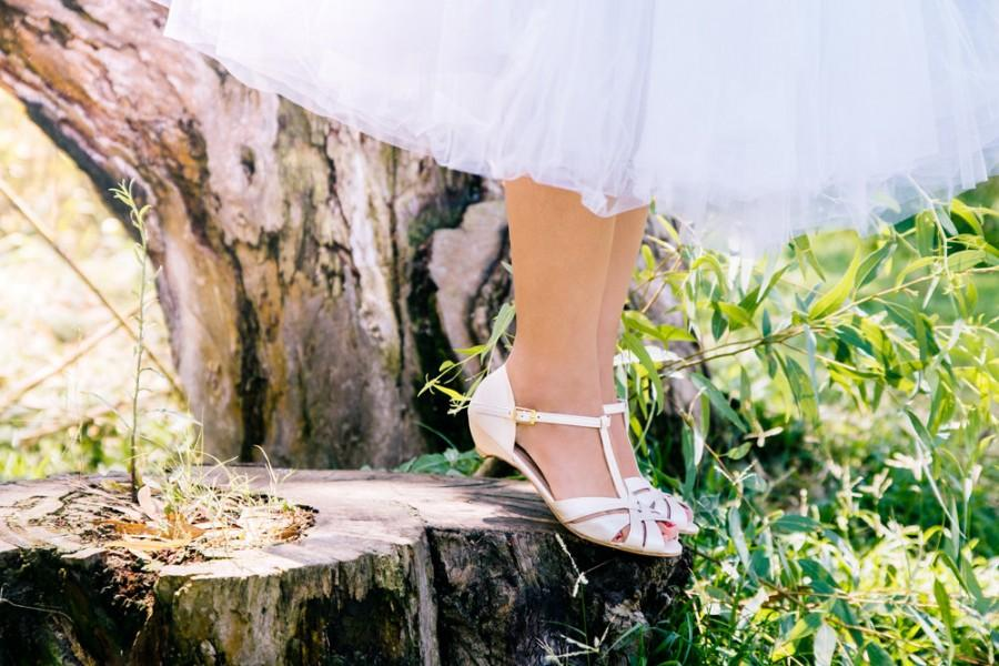 زفاف - Wedding day sandals / bridal sandals / vegan sandals / vegan shoes / low heel shoes / pearl coloured sandals / comfortable