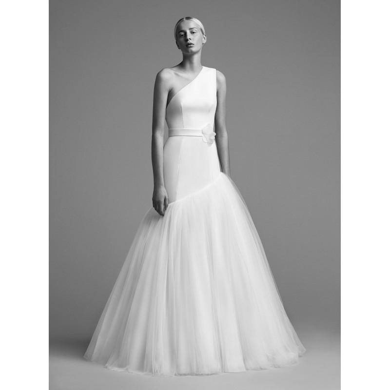 Свадьба - Viktor&Rolf Fall/Winter 2018 Trumpet Floor-Length Ruffle One-Shoulder Sleeveless Simple Ivory Tulle Wedding Dress - HyperDress.com