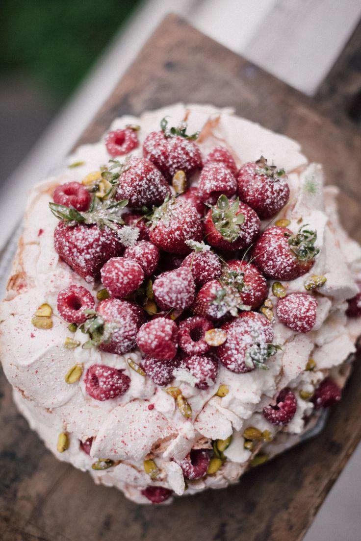 Boda - Pavlova Cake With Summer Berry Cointreau