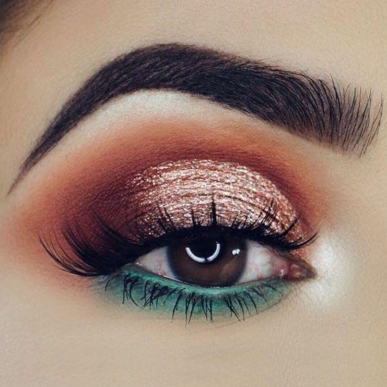 40 Gorgeous Christmas Makeup Ideas To Look Beautiful During Holidays - Christmas-makeup