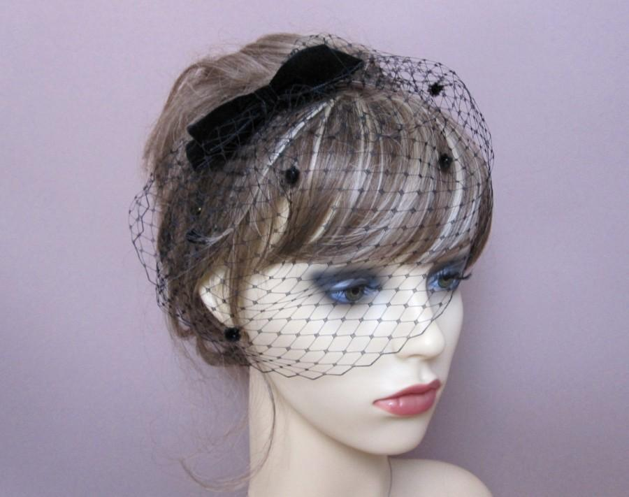 Hochzeit - Black birdcage veil wedding funeral fascinator formal veil with velvet bow retro bridal party 1940's 1950's vintage style headpiece
