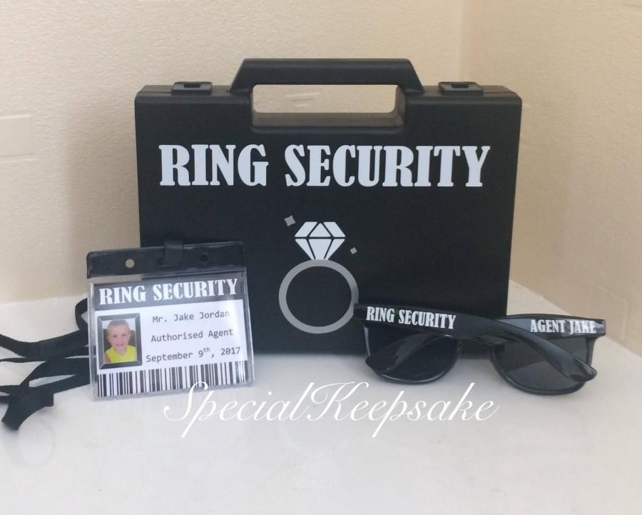 Mariage - Ring Security Black Box Briefcase Sunglasses Agent Badge Ring Bearer Page Boy Bridesmaid Usher Best Man Bride Groom Wedding Wooden Toy Gun