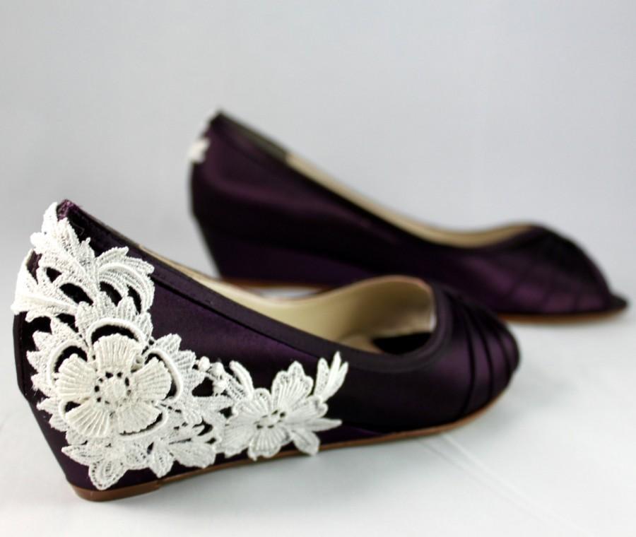Свадьба - Purple Wedding Shoes Wedge Low heel -- 1 inch wedge shoes Ivory lace heel- Size 6.5