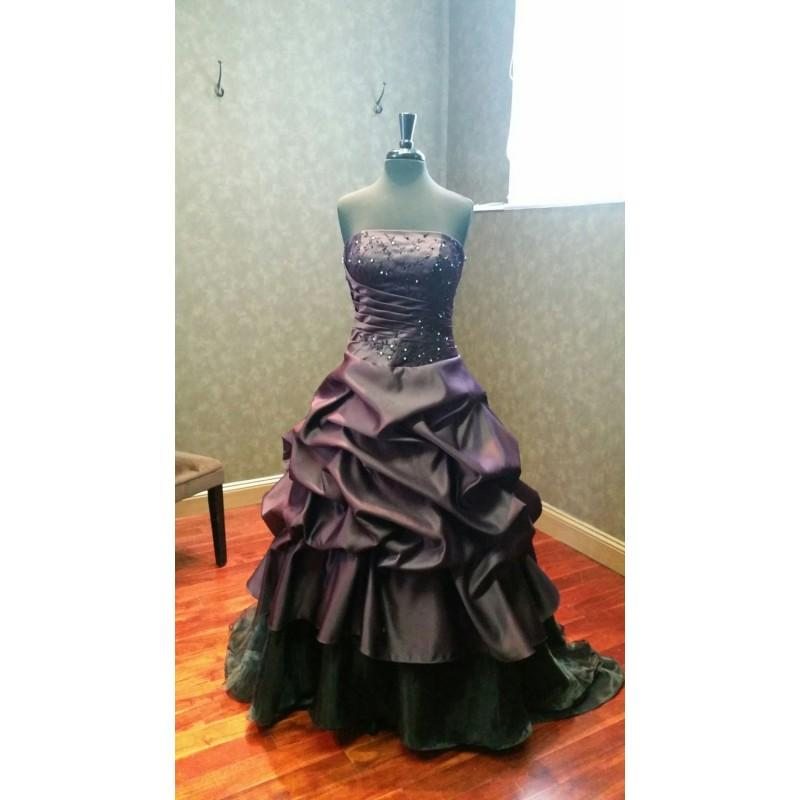 Wedding - Beautiful Plum Purple and Black Wedding Dress Gothic Bridal Gown with Embroidery - Hand-made Beautiful Dresses