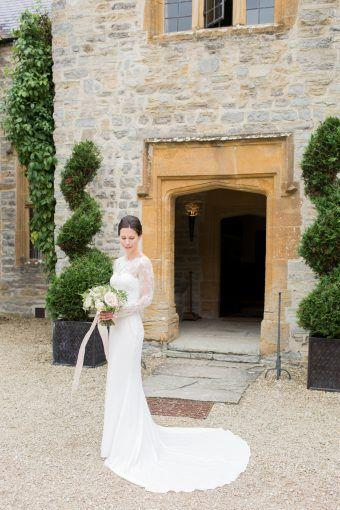 Mariage - Siobhan   Tom's Pretty Pink And Cream Wedding At Almonry Barn
