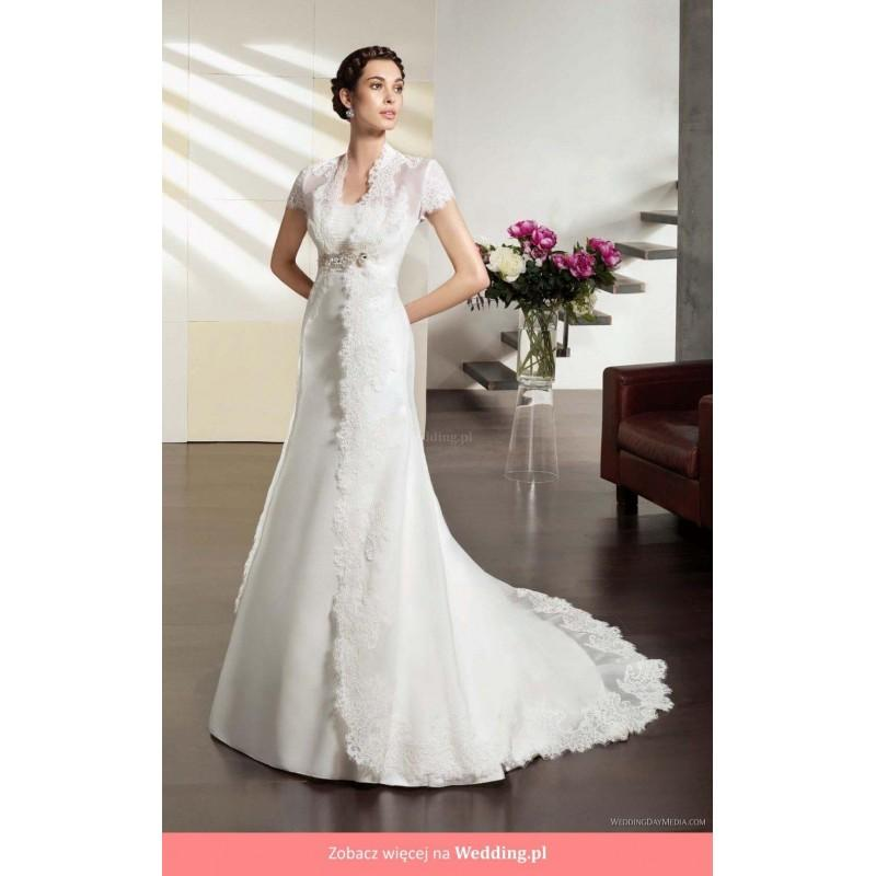 Villais perla villais floor length straight straight for Long straight wedding dresses