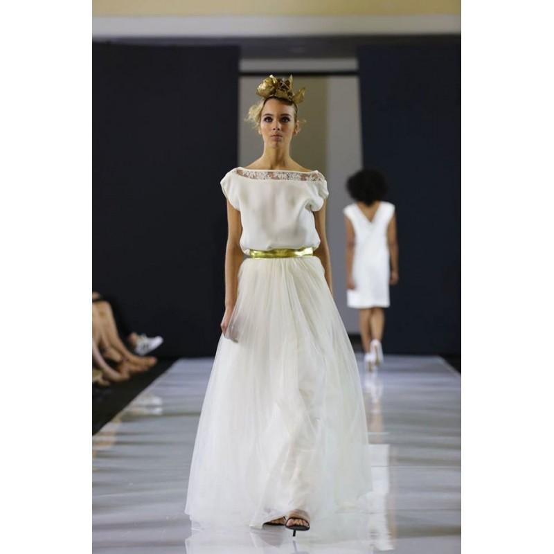 Свадьба - Wedding dress, halter top and skirt in tulle, golden belt - Hand-made Beautiful Dresses