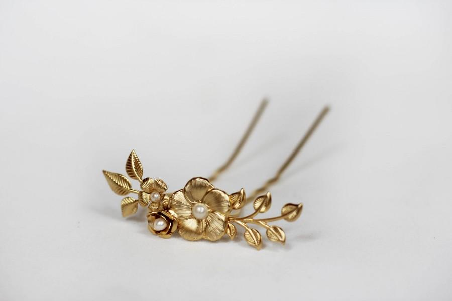 Свадьба - Blooming Flower Bun Stick, Updo Stick, Gold Flower Hair Pin, Gold Plated, Hand Made, Bridal Hair Pin, Wedding Hair Clip, Flower Hair Fork