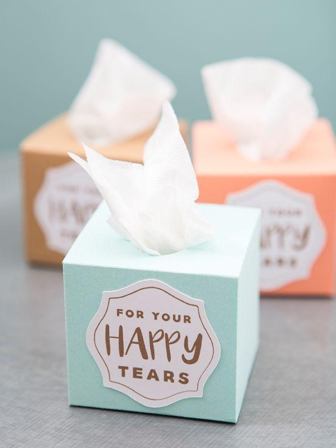 Hochzeit - These Mini Wedding Tissue Boxes Are A MUST Make DIY Project!