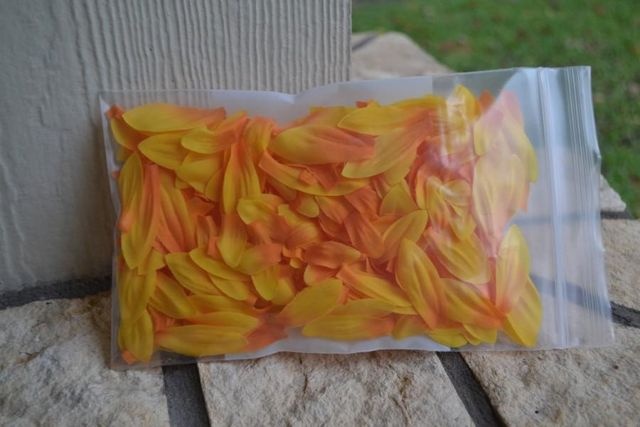Mariage - Sunflower Flower Girl Petals, Artificial Petals, Rustic Wedding, Sunflower Wedding, Bride, Wedding, Southern Wedding, Wedding Flowers