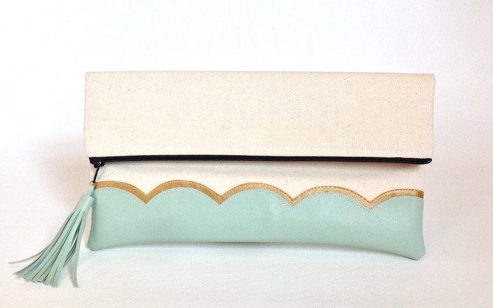 Свадьба - Mint Gold Scallop Clutch, Metallic gold bridesmaid bag, bridesmaid gift, bridal clutch, wedding gift set, tassel clutch, gift for her