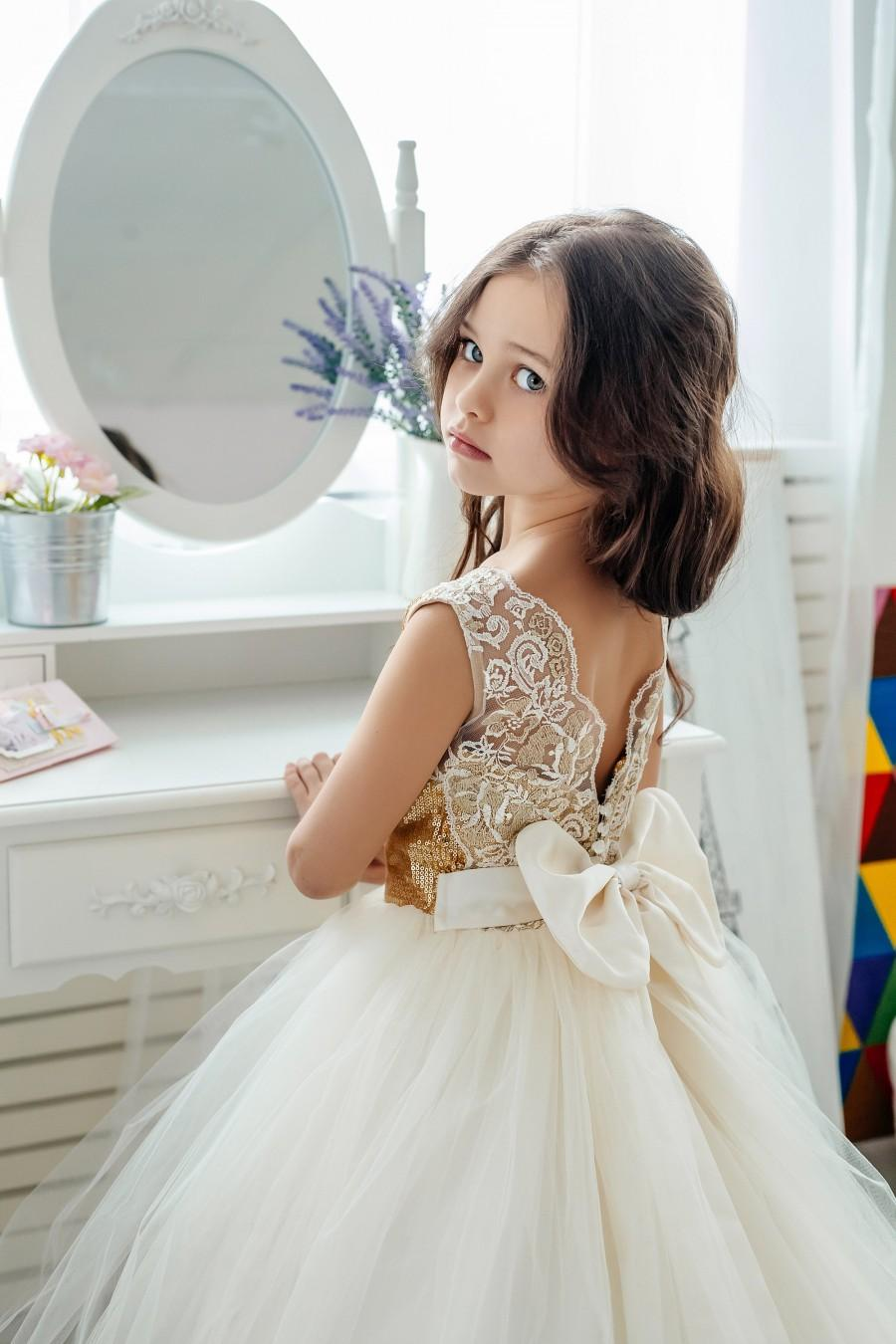 Mariage - Tulle flower girl dress,lace flower girl dress, country lace dress, gold flower girl dress,Rustic flower girl dress,Flower girl dresses
