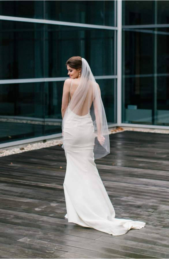 """Hochzeit - Classic Single Tier 1T Layer Simple Raw Edge Bridal Knee Length (48"""") Wedding Veil - Available in Bright White, White, Light Ivory or Ivory"""