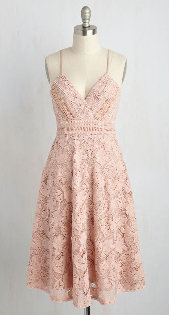 Свадьба - A-Line Spaghetti Straps Knee-Length Pink Sleeveless Lace Homecoming Dress