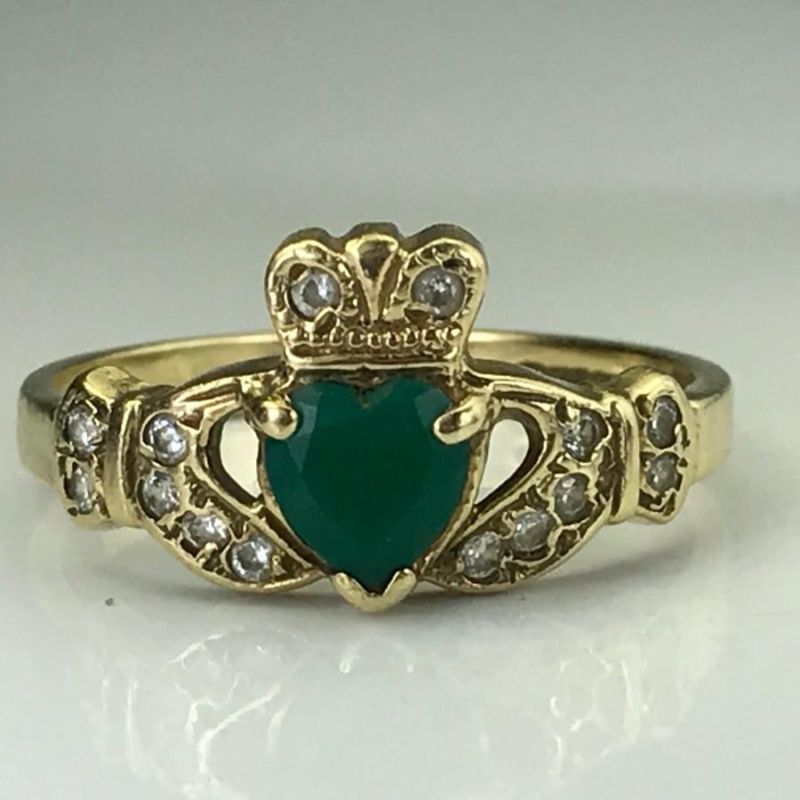 زفاف - Vintage Emerald Claddagh Ring. Diamond Accents. 9K Gold. Unique Estate Engagement Ring. May Birthstone. 20th Anniversary. Appraised.