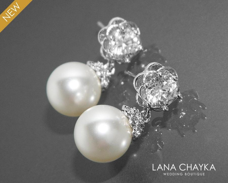 Mariage - Pearl Bridal Earrings, Swarovski 10mm White Pearl Earrings, Pearl Camellia Wedding Earrings, Bridal Bridesmaids Pearl Jewelry, Prom Earrings - $26.90 USD