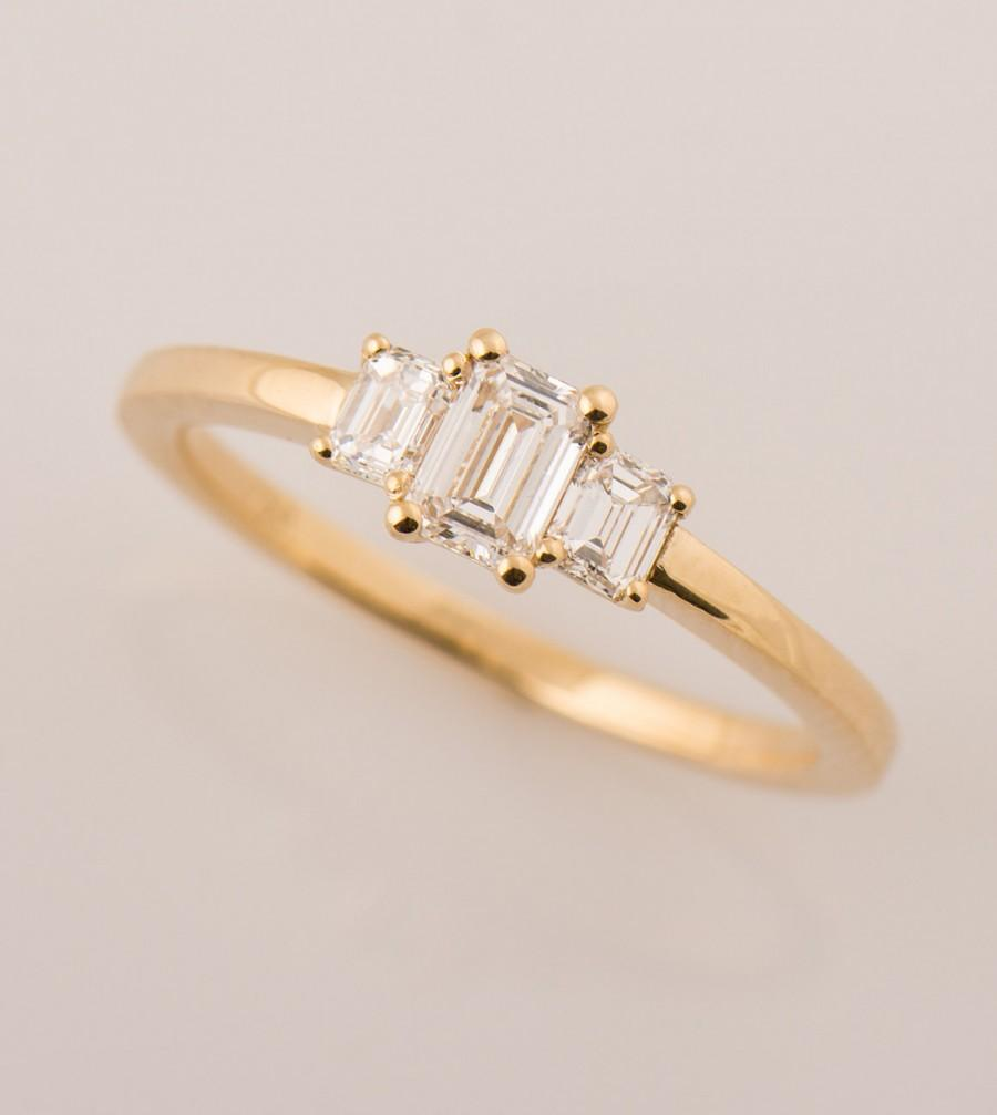 Mariage - Three Stone Engagement Ring, Emerald Cut Diamond Ring, 18K Yellow Gold Diamonds Ring, Unique Three Diamond Ring, 0.4 - 0.7CT Center Diamond