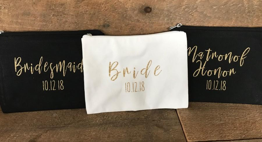 Hochzeit - Flash Sale-- ** FREE SHIPPING on all orders ** Personalized Gift for Her, Personalized makeup bag, Custom name Makeup bag, bridesmaid gift,