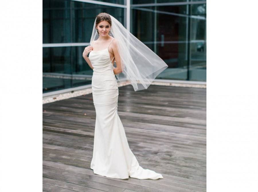 Свадьба - Fingertip Mid Length Wedding Bridal Veil with Plain Simple Raw Edge - Available in Bright White, White, Light Ivory & Ivory