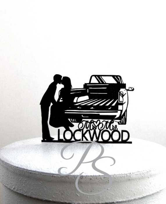 Boda - Personalized Wedding Cake Topper - Pick up Truck Tailgate Kiss wedding with your last name and wedding date