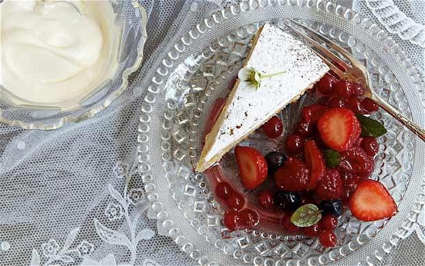 Mariage - Berries In Mint Julep Syrup With Buttermilk And Brown-sugar Cake Recipe