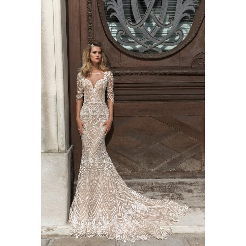 Crystal Design 2018 Valery Vogue Champagne Chapel Train Fit